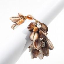 YVES SAINT LAURENT Rive Gauche par GOOSSENS Bracelet en métal doré orné de grappes de coquillages    Longueur : 20 cm