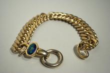 SAINT LAURENT Rive gauche Collier composé de gros anneaux gourmette en métal doré , fermoir orné d'un cabochon en verre bleu 42 x 3,5 cm    Etat d'usage (dédoré)