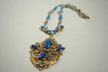 HENRY Collier à pendant en métal doré et perles de verre bleu turquoise