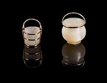 Deux petits seaux miniature or et pierre dure - Hauteur : 1,5cm - Poids brut 5,1g  Two gold and hard stones charm's bucket shape - height : 0,6in.