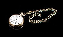 BUREN LUX Montre à gousset en or 375 et sa chaine en or à double grain ornée de petites turquoises (poinçon de maître ALD) - Longueur de la chaine : 54cm - Poids brut :107,1g  9k pocket watch and 18k gold chain set with turquoise - length : 21,2in.