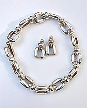 Important collier en argent à maillons rectangulaires -  Longueur : 46,5cm -   Poids : 273,6g (deux maillons supplémentaires)