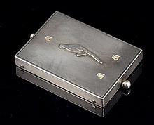 Compteur de jeu rectangulaire en argent guilloché décoré d'un oiseau -  Dimensions : 8,5x5,5cm -  Poids brut : 86,2g