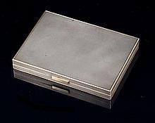 VAN CLEEF & ARPELS N° 80778 Poudrier en argent guilloché  -  Dimensions : 6,5x9cm -  Poids : 146,3g (manque le miroir)