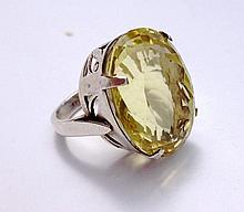 Importante bague en argent ajouré ornée d'un quartz jaune citron -  TD 58 -   Poids brut : 19, 2g