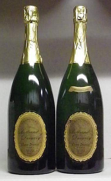 2 MAGNUMS CHAMPAGNE DEVAVRY CUVÉE PRESTIGE 1 collerette millésime manquante. 1 vintage slip missing. 1995