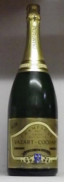 1 MAGNUM CHAMPAGNE VAZAR COCQUARD BLANC DE BLANCS Étiquette très légèrement griffée. 1995