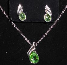 WHITE GOLD FILLED GREEN AUSTRIAN CRYSTAL NECKLACE & EARRING SET
