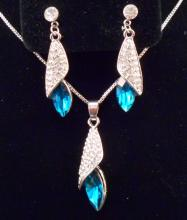 BLUE AUSTRIAN CRYSTAL NECKLACE AND EARRING SET