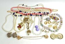 LOT OF VINTAGE COSTUME JEWELRY - NECKLACES, EARRINGS, BROOCHES