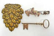 LOT OF 3 BEAUTIFUL ESTATE JEWELERY BROOCHES