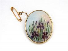 An Australian 9ct Yellow Gold Handpainted Porcelain Brooch