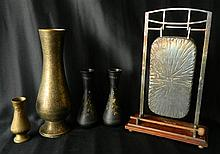 An EP diner gong on oak stand with a four assorted decorated brass vases
