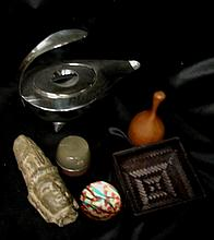 A Collection of decorative items (6)