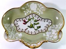 A Chamberlains Worcester scalloped-edge serving bowl