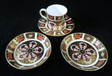 A Royal Crown Derby Imari palette demitasse, together with two Royal Crown Derby pin dishes