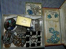 A quantity of costume jewellery