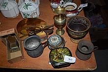 A quantity of assorted metal ware