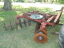 An International 20 plate offset disc plough, 3 point linkage
