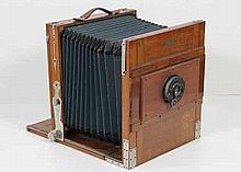 [Cameras]. Bellows plate camera. Amst., W.H. Brandsma, ±1900, bellows plate