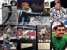 Autographs of England Goalkeepers, i) Gordon Banks autograph & 1966 World C