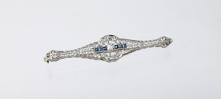 DIAMOND AND SAPPHIRE GOLD FILIGREE BROOCH
