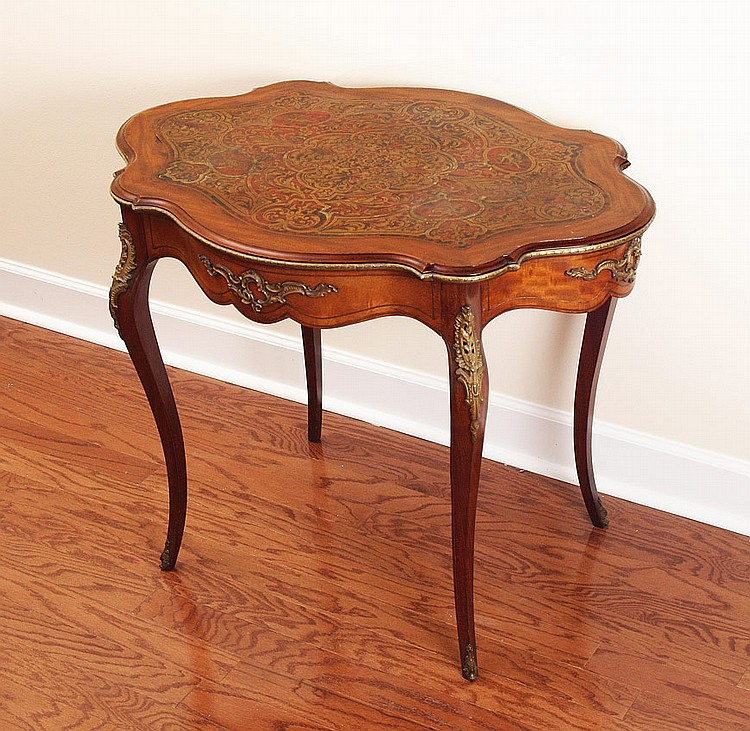 BOULLE INLAID TABLE WITH ORMOLU MOUNTS