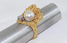 18kt y.g. Pearl & Diamond ring