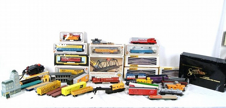 Collection of Bachmann & Misc. Rail Cars ++