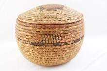 Native American Papago basket w lid