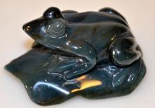 Hardstone carved frog statue