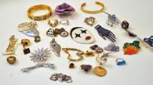 Vintage costume jewelry/enamelled medals+