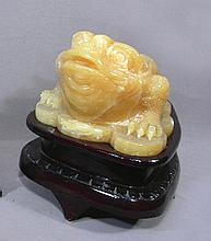 UNUSUAL CHINESE HAND CARVED YELLOW JADE FROG
