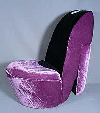 SMALL SCALE UPHOLSTERED CHILD'S SHOE CHAIR