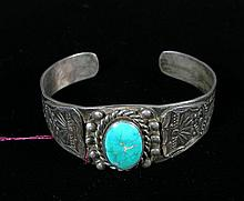 VINTAGE STERLING SILVER AND TURQUOISE INDIAN BRACELET