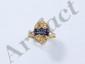 Bague en or, ornée de saphirs taille tapers et ovale dans un pavage de diamants brillantés.. Poids brut: 3 g. TDD: 55.