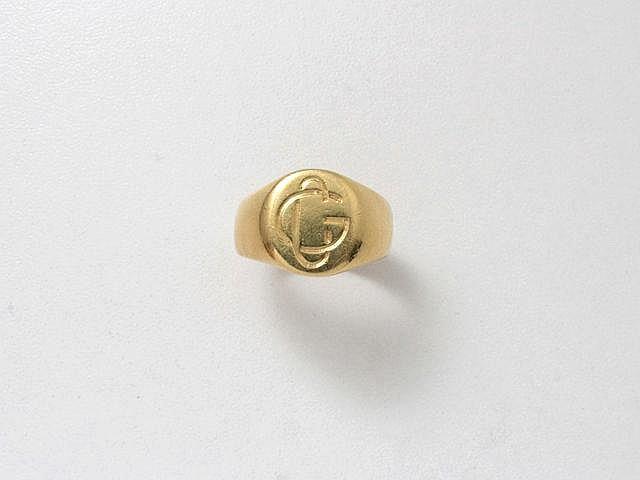 Bague chevalière en or, chiffrée CG.. Poids: 12.10 g. TDD: 61.
