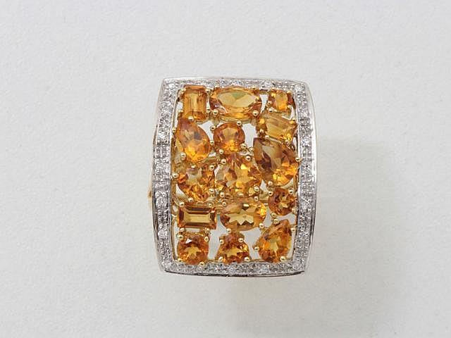 Bague en or, ornée d'un pavage de citrines facettées ovales, rondes, rectangulaires, taille poire et caeur en serti griffe, rehaussé de diamants brillantés. (égrisures). Poids brut: 10.60 g. TDD: 56.