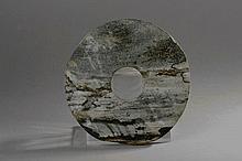 Disque BI  symbole du ciel en pierre marbré. Chine. Dynastie Qing.  D22cm.