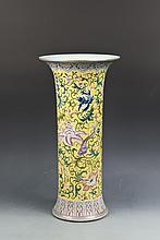 Jaune Famille Rose Porcelain Vase