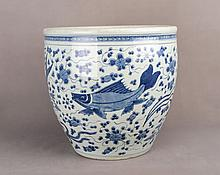 A CHINESE BLUE AND WHITE PORCELAIN URN