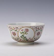 A FINE CHINESE FAMILLE ROSE FLORAL PORCELAIN BOWL