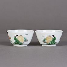 A PAIR OF SMALL CHINESE PORCELAIN BOWLS