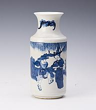 CHINESE QING STYLE BLUE AND WHITE PORCELAIN VASE