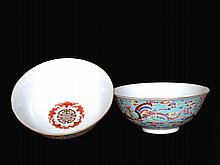 A PAIR OF FAMILLIE ROSE BOWLS