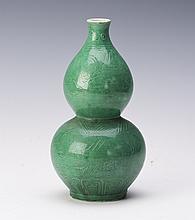 CHINESE MING STYLE GREEN GLAZE PORCELAIN VASE