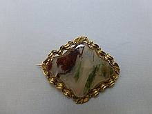 A gold and agate brooch, unmarked.