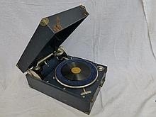 A 1930s tabletop wind-up gramophone.