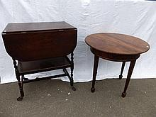 An Edwardian circular occasional table and an oak