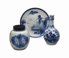 THREE CHINESE BLUE AND WHITE PORCELAIN WARES,